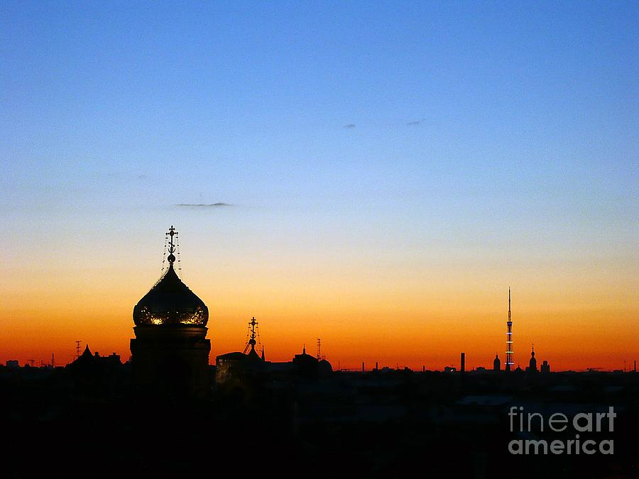 Silhouette Photograph - Silhouette In St. Petersburg by Lars Ruecker