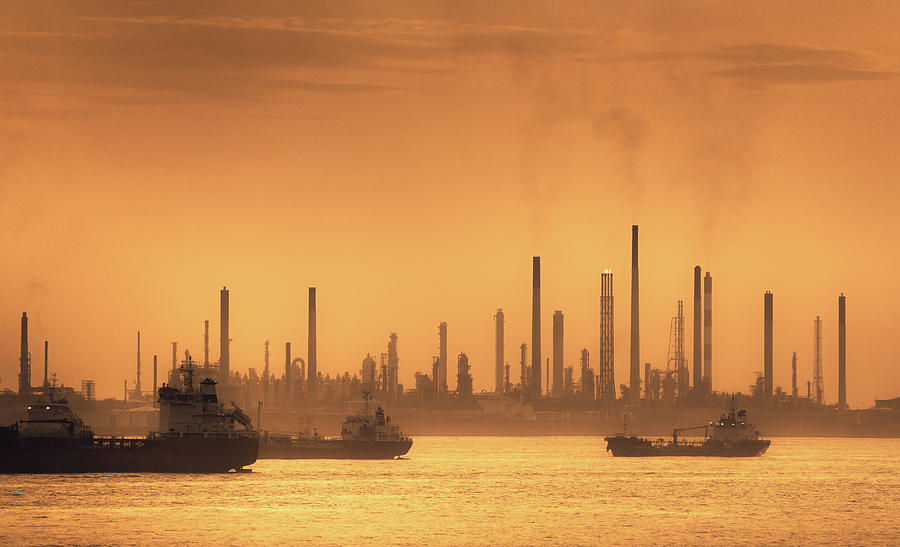 Silhouette Of Oil And Gas Production Photograph by D3sign