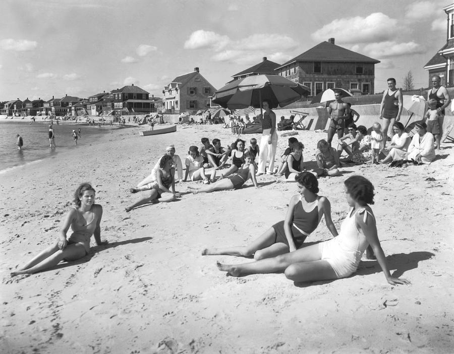 1929 Photograph - Silver Beach On Cape Cod by Underwood Archives