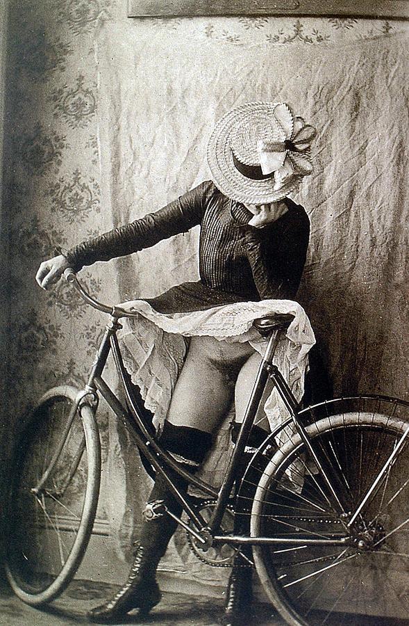 Free Girl On Bike Porn Pics