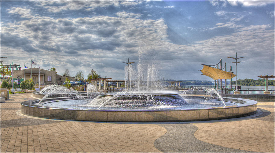 Hdr Photograph - Smothers Park Fountains #1 by Wendell Thompson