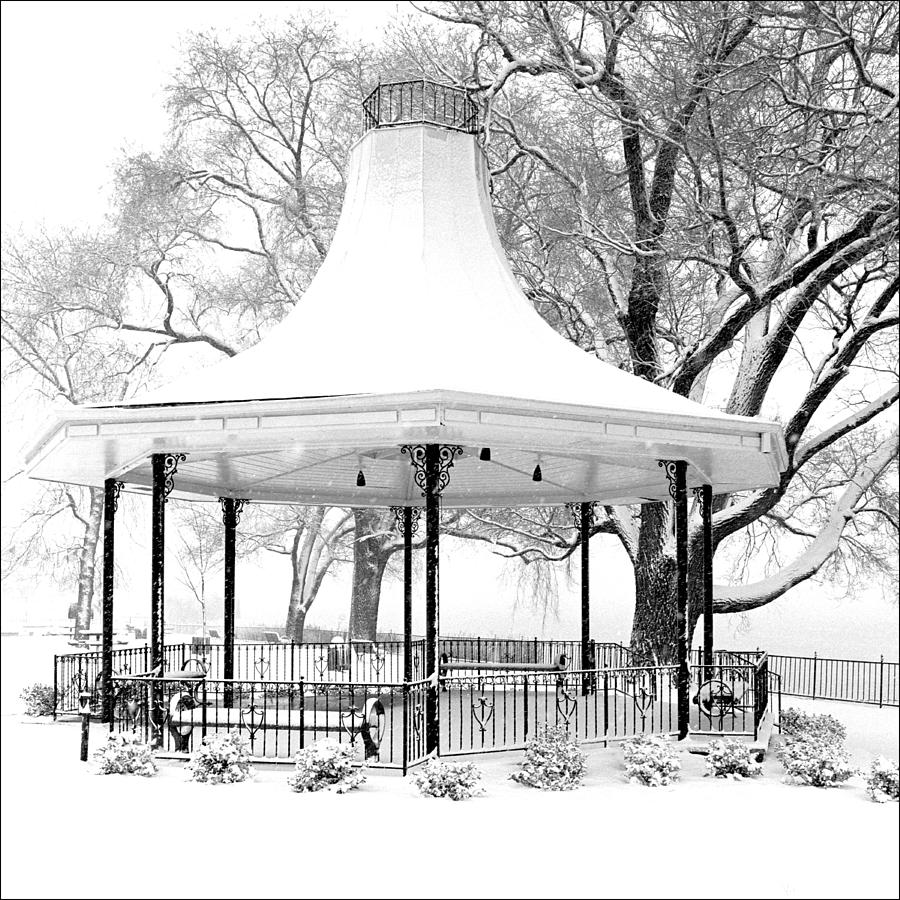 Kentucky Photograph - Smothers Park Gazebo by Wendell Thompson