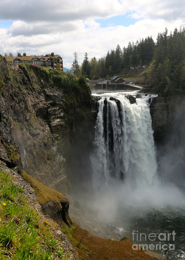 Snoqualmie Falls Photograph - Snoqualmie Falls with Lodge by Carol Groenen