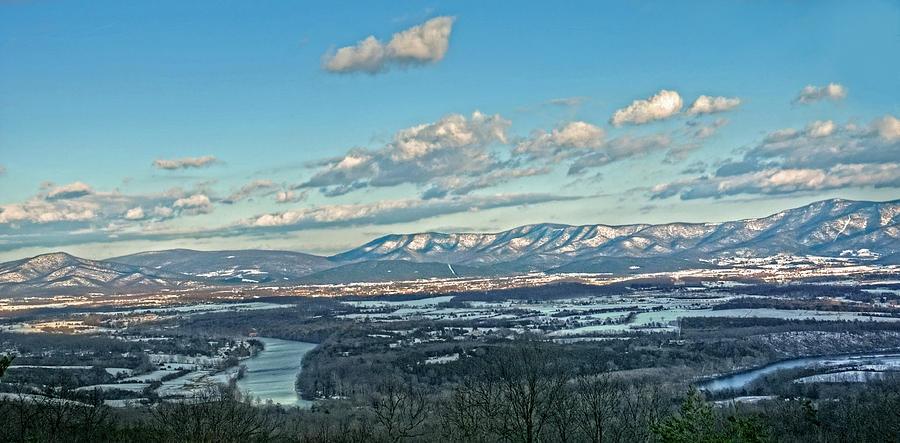 Blue Ridge Mountains Winter Scene Photograph - Snow Covered Blue Ridge by Lara Ellis