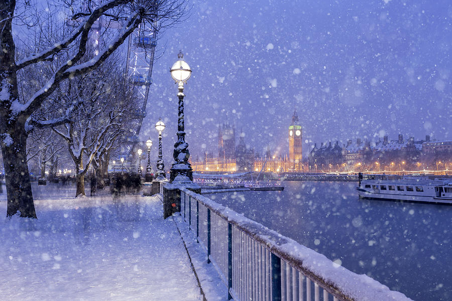 Snowing on Jubilee Gardens in London at dusk Photograph by _ultraforma_
