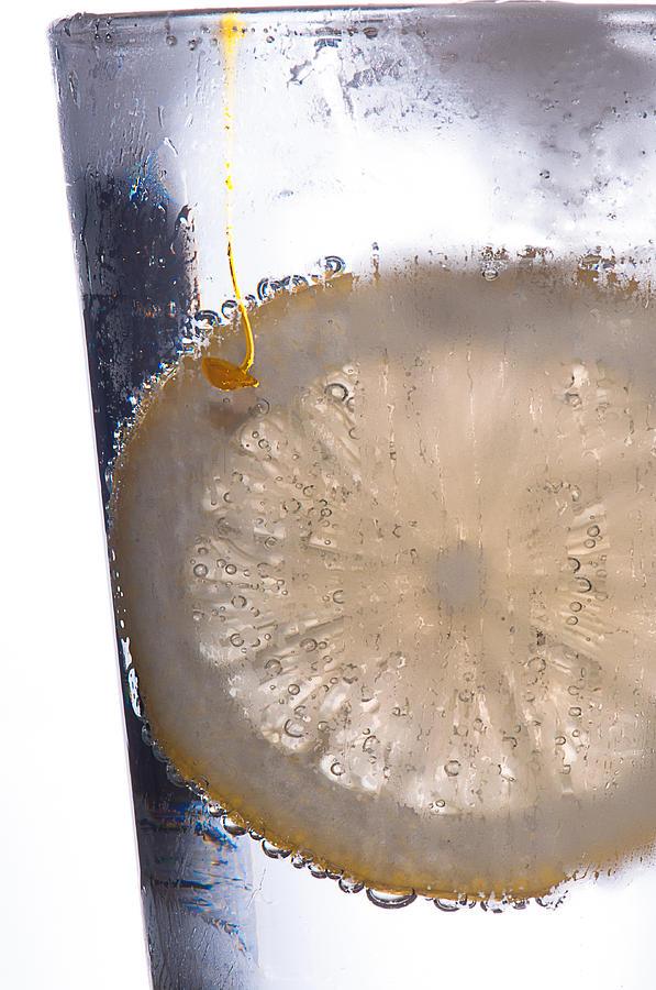 Club Soda Photograph - Soda With Lemon by David Pinsent