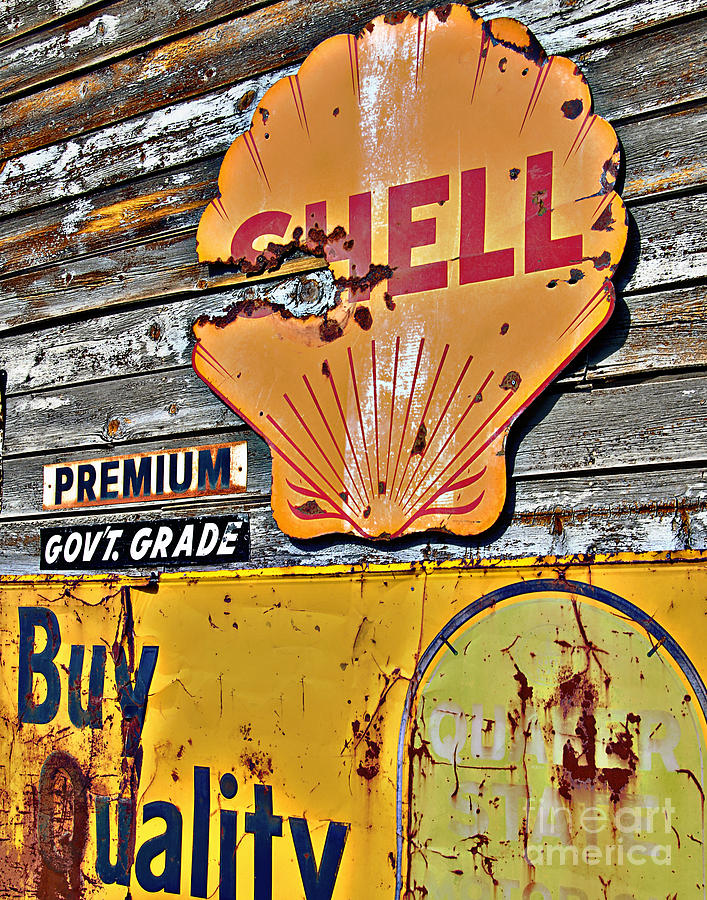 Shell Gas Photograph - Soft Shell by Lee Craig