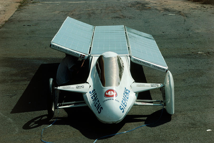 Car Photograph - Solar Car Entrant For World Solar Challenge 87 by Peter Menzel/science Photo Library