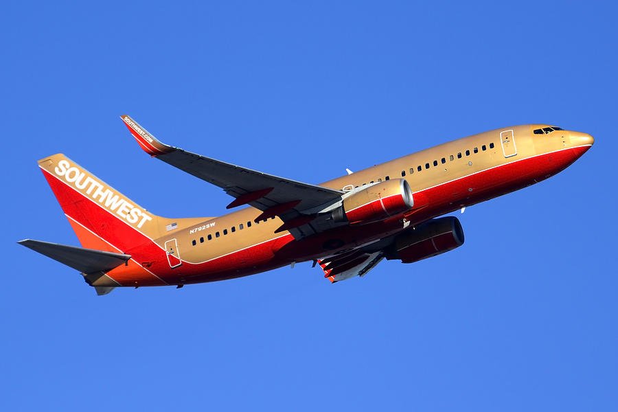 Airplane Photograph - Southwest Boeing 737-7h4 N792sw Phoenix Sky Harbor December 22 2014  by Brian Lockett