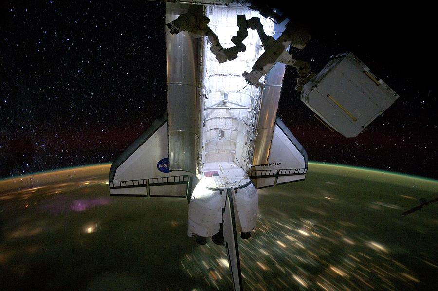 International Space Station Photograph - Space Shuttle Endeavour by Nasa/science Photo Library