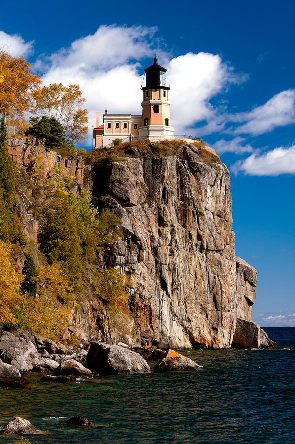 Split Rock Lighthouse in Autumn Photograph by Lonnie Paulson