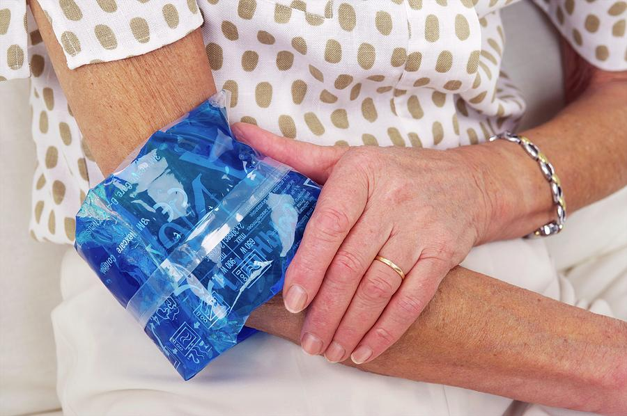 3m Photograph - Sprained Elbow by Lea Paterson/science Photo Library
