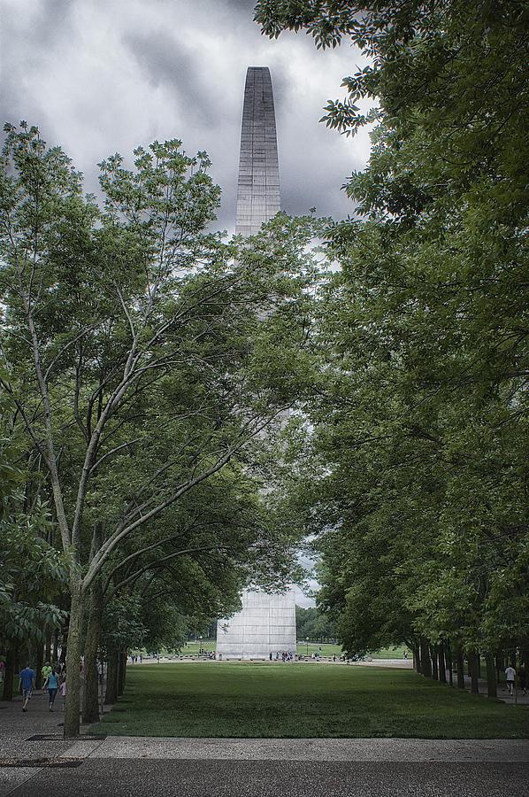 St Louis Arch by Lynn Geoffroy