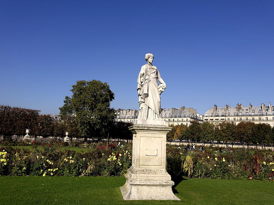Statue at the jardin des tuileries in paris france - Sculpture jardin des tuileries ...