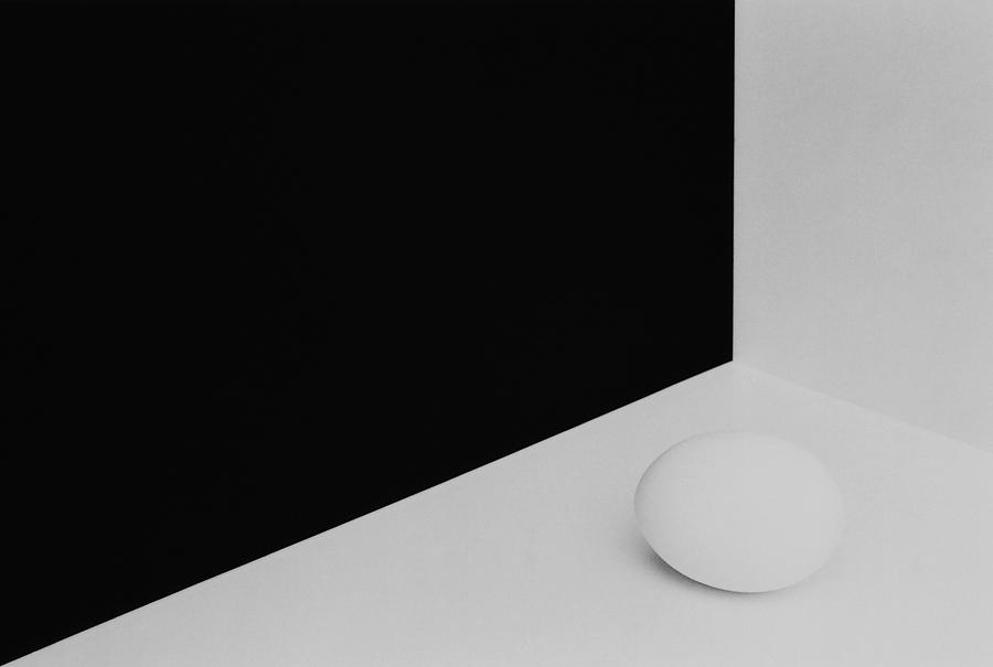 Abstract Photograph - Still Life With Egg 3 by Peter Hrabinsky