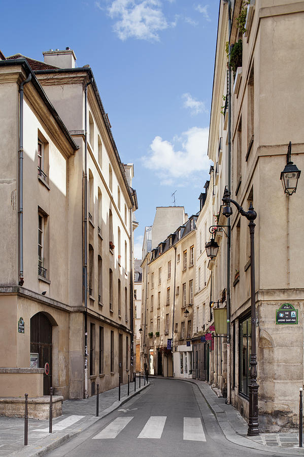 Street In Central Paris Photograph by Raimund Koch