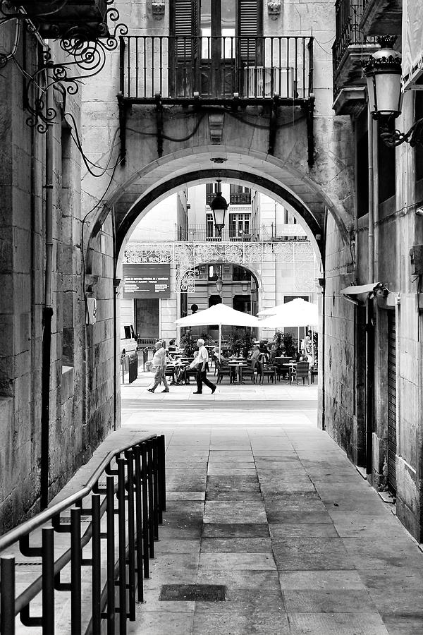Black And White Photograph - Street Photo by Pedro Fernandez