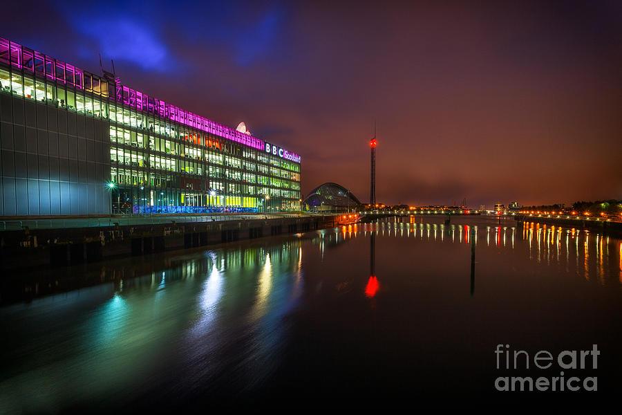 Glasgow Quay At Night Photograph - Stunning Bbc Scotland In Glasgow by John Farnan