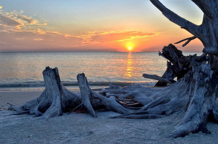 Sunset Digital Art - Sundown by Bob Jackson