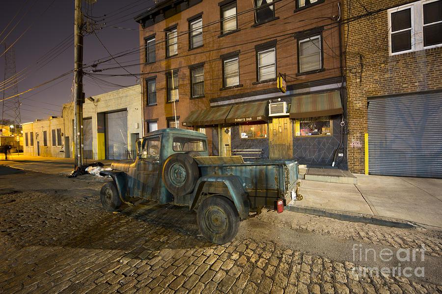 Sunny's Bar by Leslie Leda