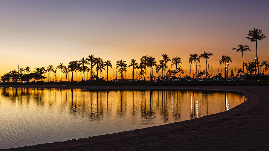 Sunset At Waikiki Beach Honolulu Hawaii Usa By Luis Castaneda Inc