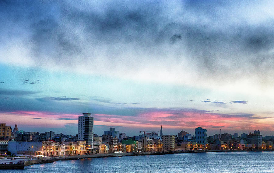 Sunset, El Malecon, Havana Photograph by Elisabeth Pollaert Smith