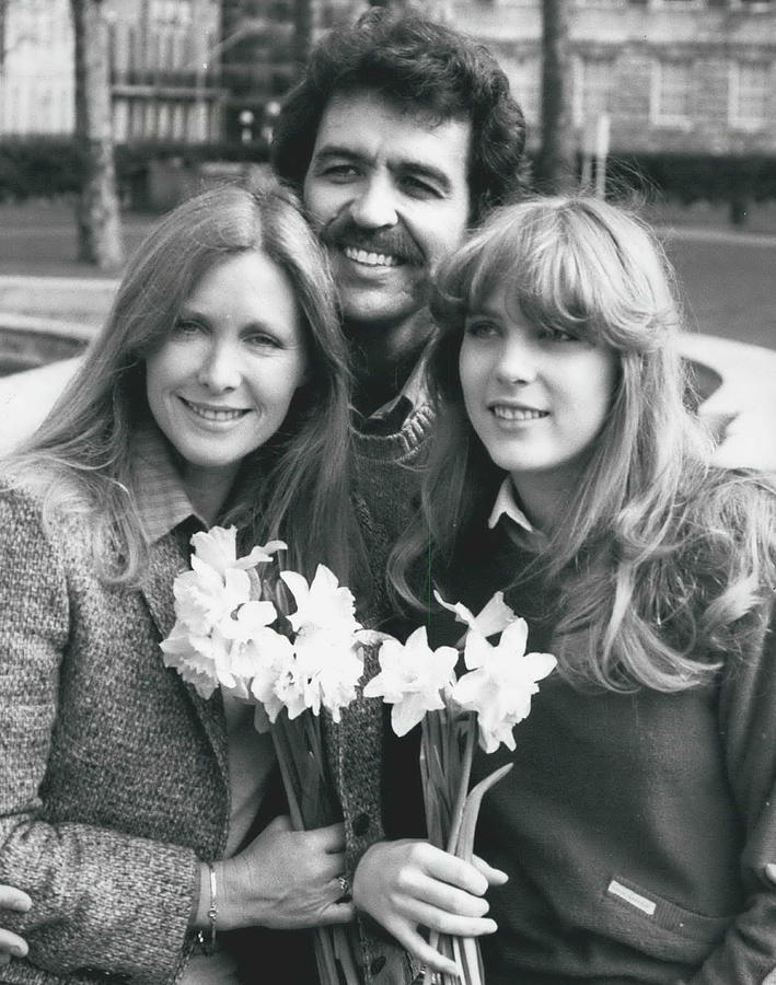 Retro Photograph - Susan Howard-donna Culver Of Dallas' Arrives In London by Retro Images Archive