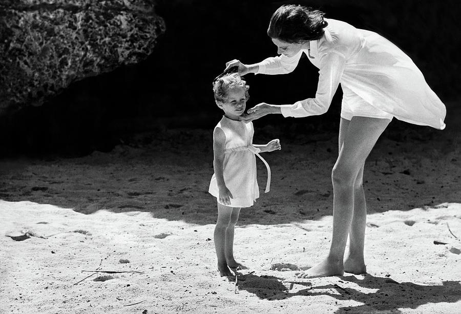 Suzy Parker With Her Daughter At Sam Lords Photograph by Henry Clarke