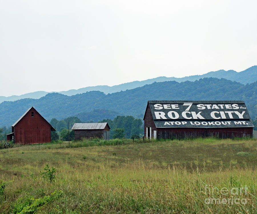 Tennessee Photograph - Tennessee Barn by Roger Potts