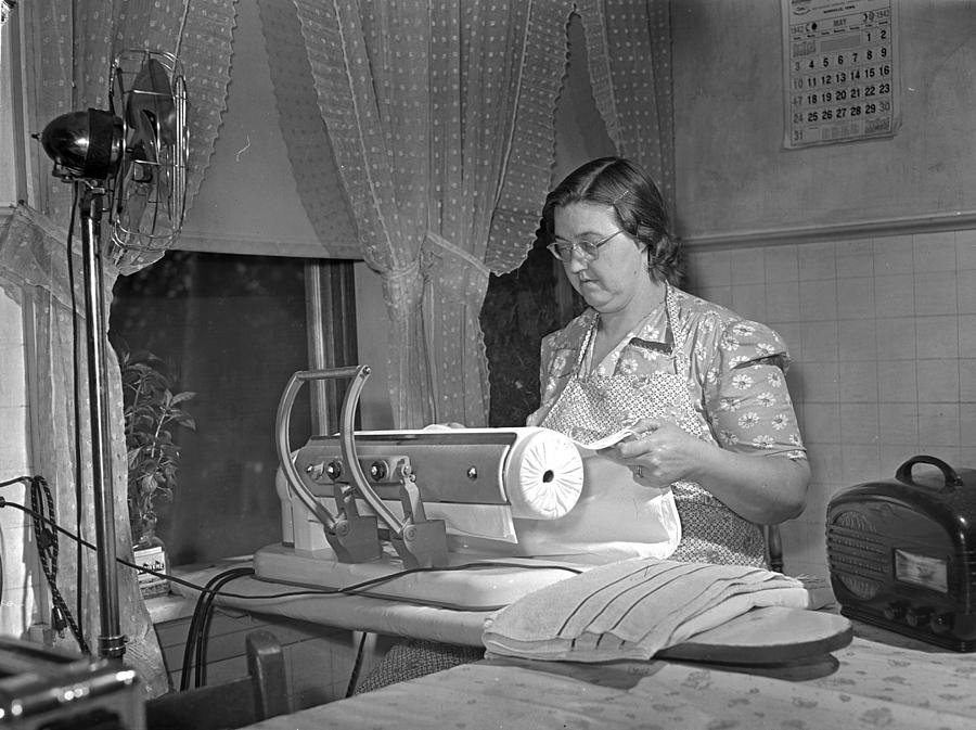 1942 Photograph - Tennessee Farm Wife, 1942 by Granger