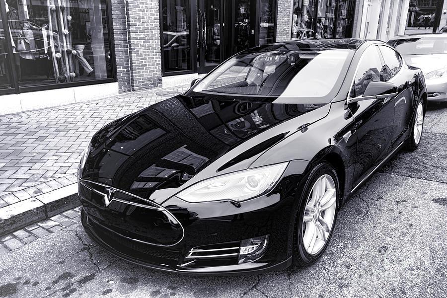 Tesla Model S by Olivier Le Queinec