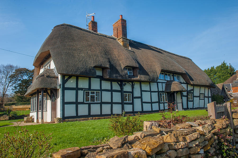 Worcestershire Photograph - Thatched Cottage Ashton Under Hill Worcestershire by David Ross