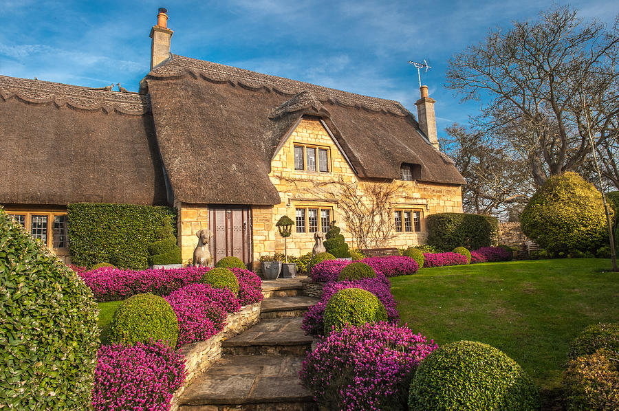 Chipping Campden Photograph - Thatched Cottage Chipping Campden Cotswolds by David Ross