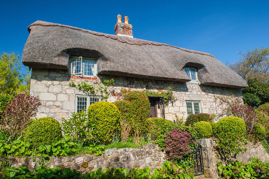 Isle Of Wight Photograph - Thatched Cottage Godshill Isle Of Wight by David Ross