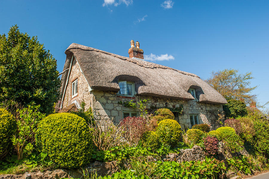 Isle Of Wight Photograph - Thatched Cottage Niton Isle Of Wight by David Ross