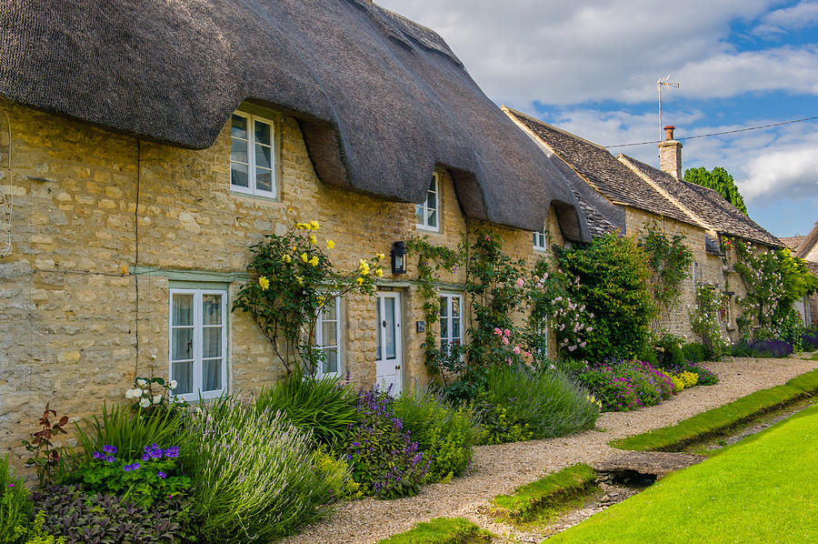 Oxfordshire Photograph - Thatched Cottages Minster Lovell Oxfordshire by David Ross