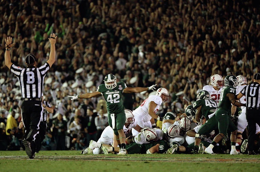 The 100th Rose Bowl Game - Stanford V Photograph by Harry How