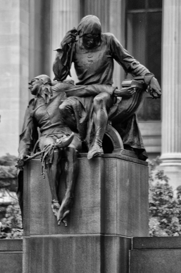 Actor Photograph - The Actor Statue Philadelphia by Bill Cannon