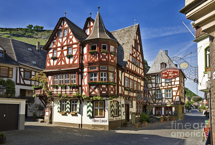 The altes haus at bacharach tudor house in rhineland for Big houses in germany