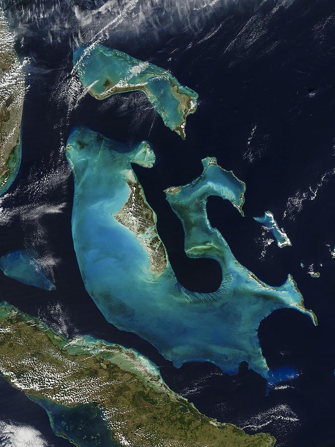 Abstract Photograph - The Bahamas by Adam Romanowicz
