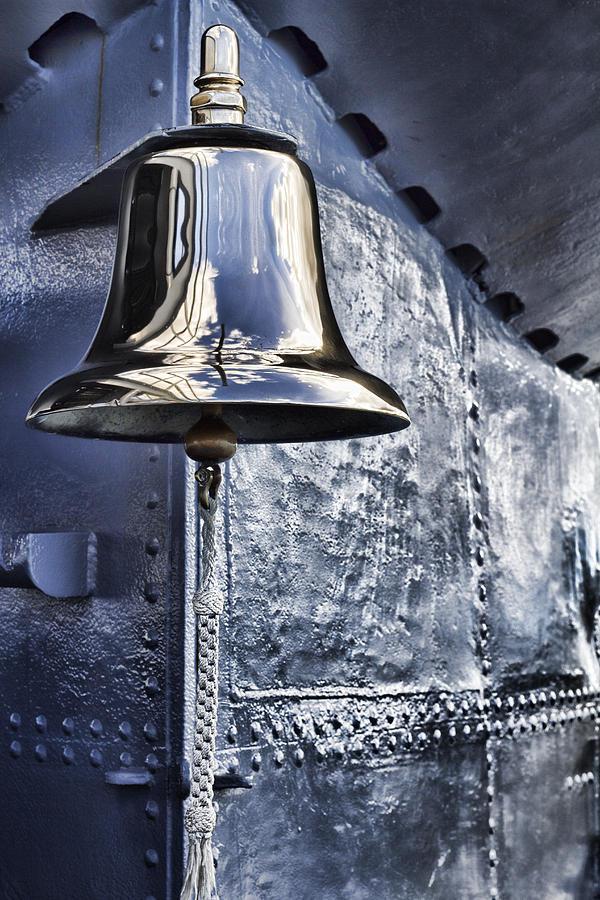 Mechanics Photograph - The Bell-uss Bowfin Pearl Harbor by Douglas Barnard