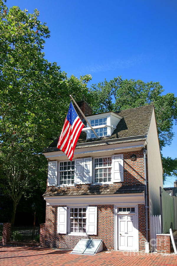 Philadelphia Photograph - The Betsy Ross House by Olivier Le Queinec