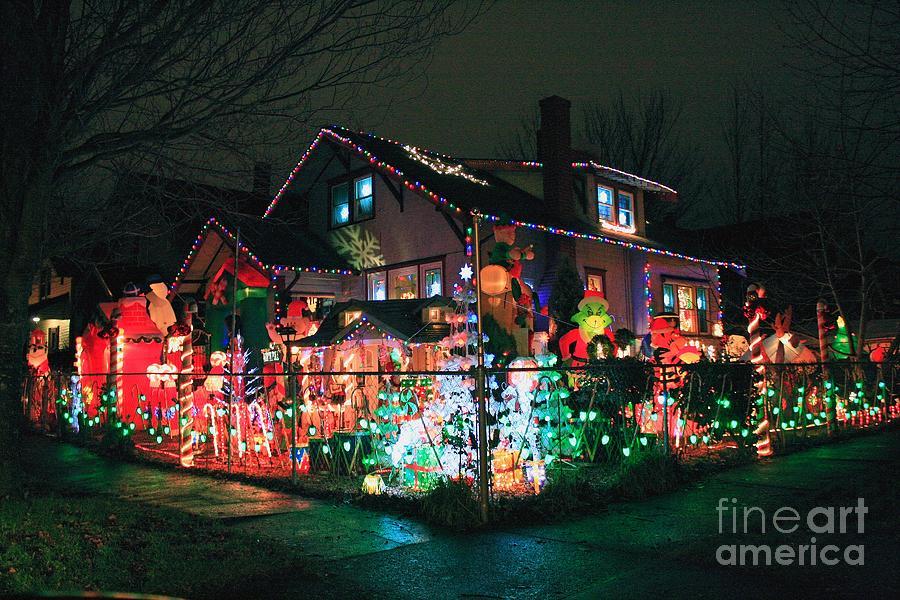 Christmas Inflatables.The Christmas Inflatables House 2010