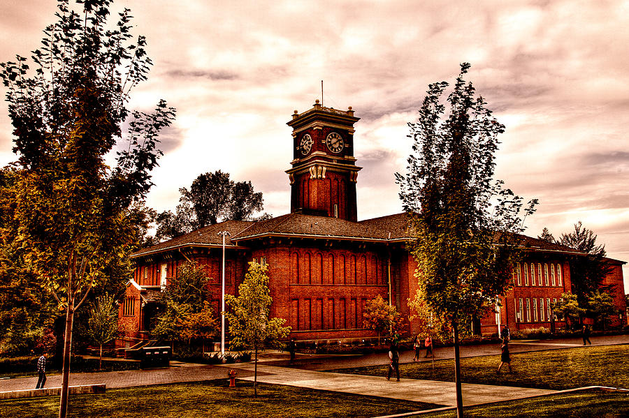 The Eclectic Bryan Hall At Washington State University ...