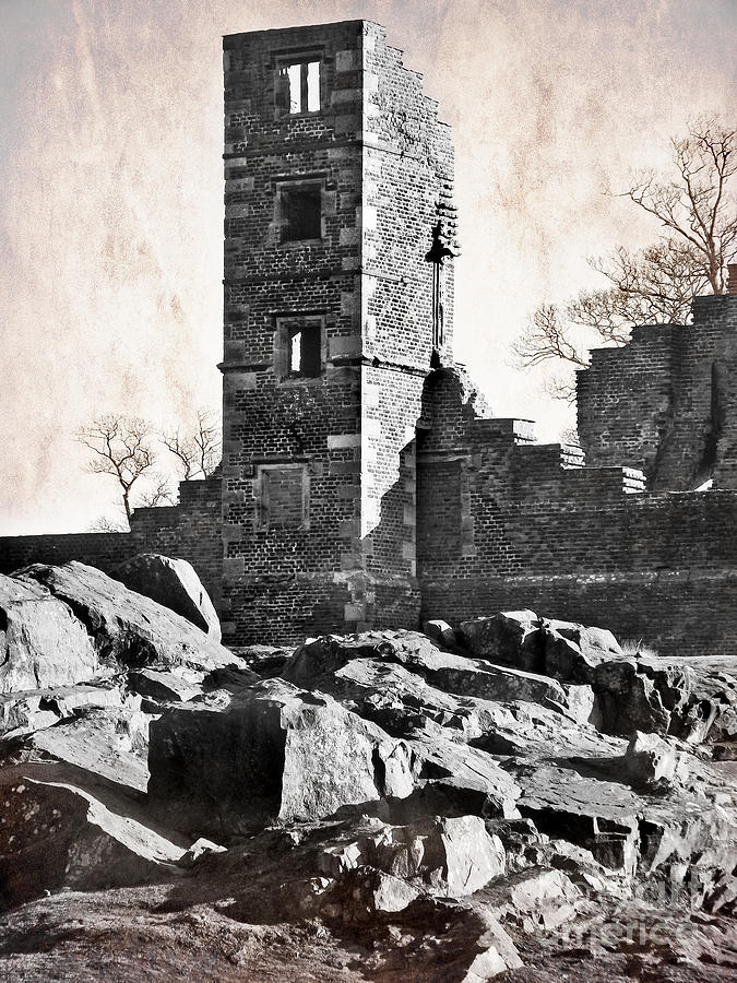 Ruins Photograph - The Empty Tower by Linsey Williams