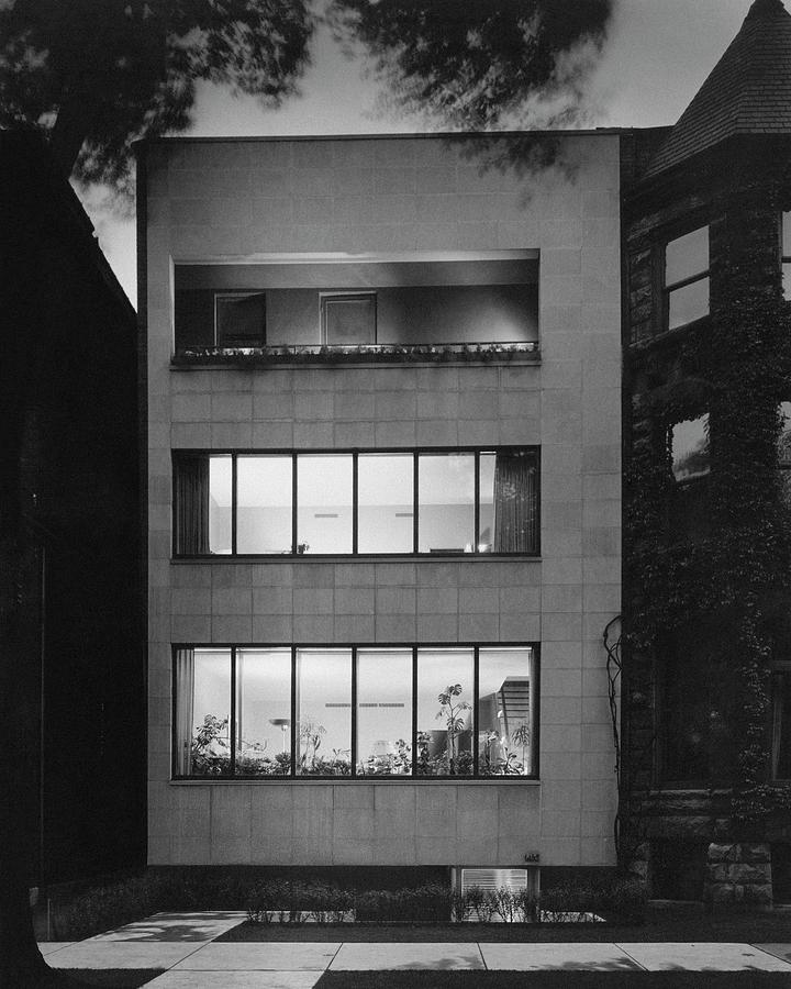 The Exterior Of A Modern Townhouse Photograph By Hedrich Blessing
