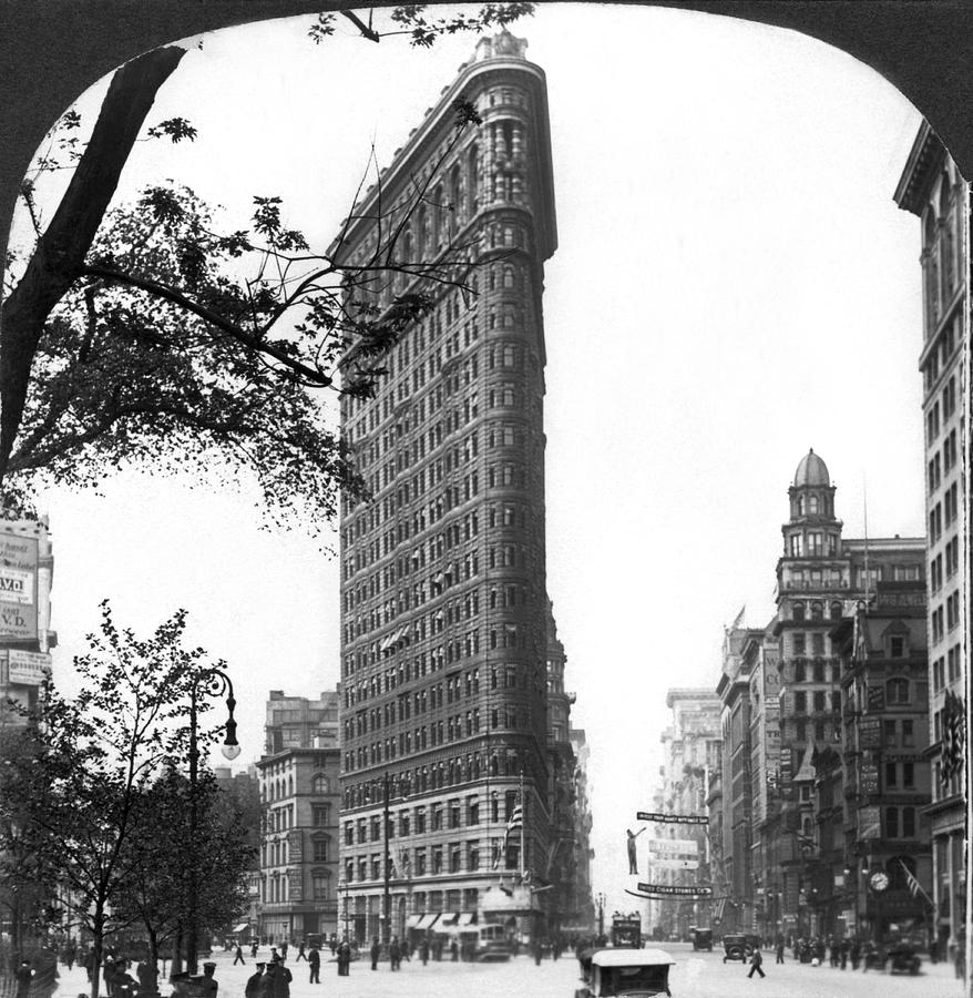 1910's Photograph - The Flatiron Building In Nyc by Underwood Archives