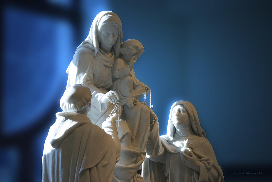 Rosary Photograph - The Gift Of The Rosaries Statue by Thomas Woolworth