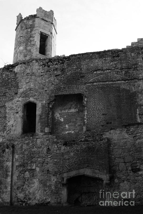 Titchfield Abbey Photograph - The Hearths Of Titchfield Abbey by Terri Waters
