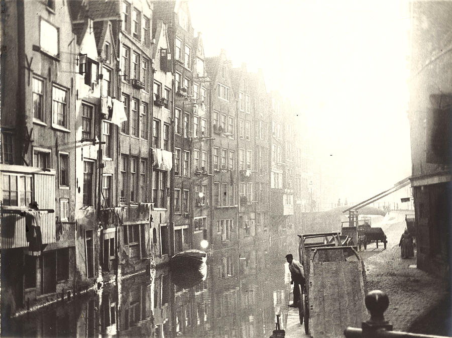1894 Photograph - The Kolkje And Oudezijdsachterburgwal In Amsterdam by Quint Lox